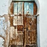 Keyhole door